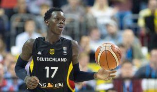 Dennis Schröder spielt seit knapp drei Jahren in der NBA. (Foto)