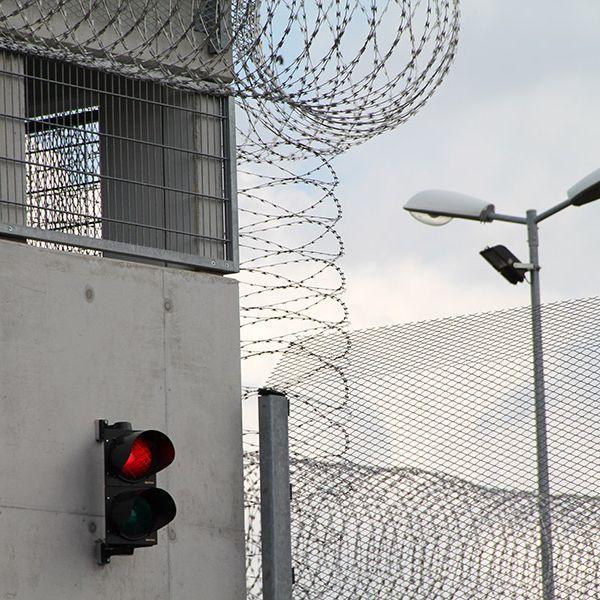 Freiheitsberaubung! Gefangener im Knast vergessen (Foto)