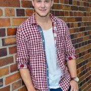 Seit 2014 gehört Felix van Deventer zum Ensemble der RTL-Serie. Als Jonas Seefeld mischt der chaotische DJ den Kiez ordentlich auf.