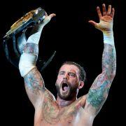 CM Punk verliert Debüt-Kampf! Miocic weiter Champion (Foto)