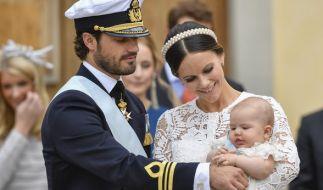 Prinz Carl Philip und Prinzessin Sofia mit Sohnemann Alexander. (Foto)