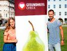 Bei einer Großaktion in der Münchner Innenstadt bitten Caro Matzko und Fero Andersen Passanten auf die Waage. Wie übergewichtig sind die Münchner und ist ihnen bewusst, wo echte Kalorienfallen lauern? (Foto)
