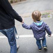 Kinderarmut steigt drastisch! Mehr Familien von Hartz IV betroffen (Foto)