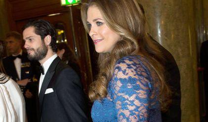 Nicht nur Prinzessin Victoria, auch ihrer kleinen Schwester steht die Schwangerschaft ausgezeichnet: Im Dezember 2013 zeigte Madeleine ihren kugelrunden Babybauch in einem bezaubernden Spitzenkleid.