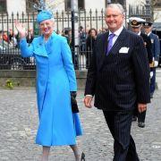 Als Königin muss man aus der Masse herausstechen - vermutlich deshalb liebt die dänische Königin knallige Farben bei öffentlichen Auftritten. Dieses himmelblaue Mantelkleid steht Margrethe tadellos.