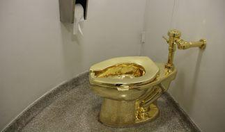 Das ist das goldene Klo im Guggenheim-Museum. (Foto)