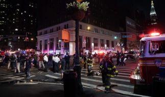 New Yorker Polizei und Feuerwehr nach einer Explosion in Manhattan am Einsatzort. (Foto)