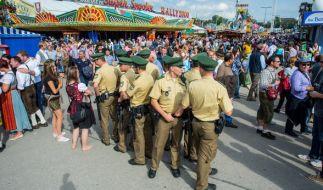 Die Polizei war bereits am ersten Wiesn-Wochenende gut beschäftigt. (Foto)