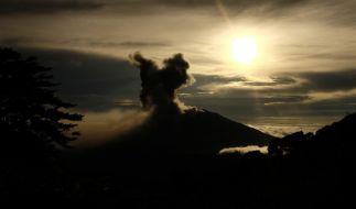 Vulkan Turrialba in Costa Rica spuckt Asche. (Foto)