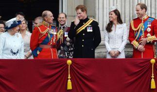 Die britische Königsfamilie am 14. Juni 2014. Von links nach rechts: Queen Elizabeth II, Prinz Philip, Prinz Harry, Herzogin Kate und Prinz William. (Foto)