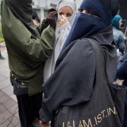 So perfide werben Salafisten immer mehr Flüchtlinge an (Foto)