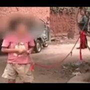 Behindertes Kind (8) seit 6 Jahren an Baum gefesselt (Foto)
