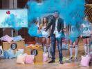 Mach dich bunt: Alexander Gomer stellt sein Farb-Pulver vor. (Foto)