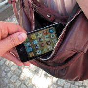Vorsicht! Die Tricks der Taschendiebe in der Bahn (Foto)