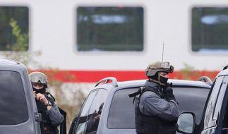 Spezialeinsatzkräfte sind in Leipzig vor Ort. (Foto)
