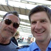Polizei zieht Arnold Schwarzenegger aus dem Verkehr (Foto)