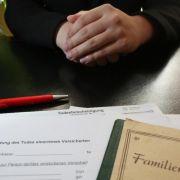 Checkliste - Das muss nach dem Tod eines Angehörigen erledigt werden (Foto)