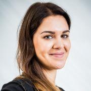 Die 25-jährige Bürokauffrau Samira trägt Konfektionsgröße 42 und findet,