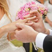 Mann sucht Augenzeugen für Heiratsantrag (Foto)