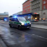 Rechte stürmen Magdeburger Polizeistation (Foto)