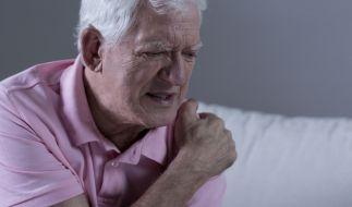 Rheumatische Erkrankungen gehen immer mit quälenden Schmerzen einher - doch die richtige Basistherapie kann den Bedarf an Schmerzmitteln senken. (Foto)