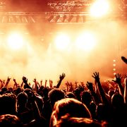 Böse überrascht! Konzert entpuppt sich als Neonazi-Veranstaltung (Foto)