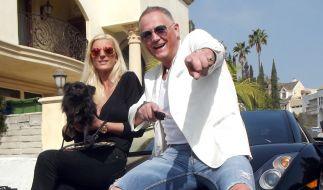 Graf Alexander mit seiner Lebensgefährtin Justine und Hund Louis leben in Los Angeles ihr High-Society-Leben. (Foto)
