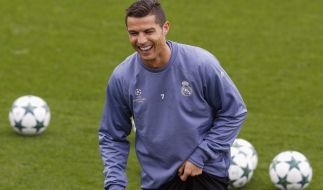 Ein neues Bild von Superstar Cristiano Ronaldo sorgt für Lacher im Netz. (Foto)