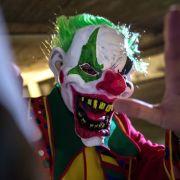 Grusel-Clown schockt mit Messerattacke (Foto)