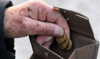 Die Bundesregierung warnt offiziell vor Altersarmut - vor allem Geringverdiener sind stark gefährdet. (Foto)