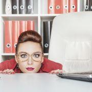 Falten, Pickel und Co.: So lässt Sie Ihr Bürojob vorzeitig altern (Foto)