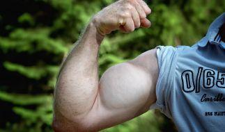 Knackige Muckis sind ein Traum vieler Männer - doch die Muskelmasse soll angeblich schrumpfen, je öfter man(n) masturbiert. (Foto)