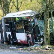 Schwerer Unfall in Duisburg: Fahrer stirbt - neun Verletzte (Foto)