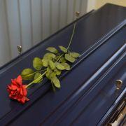Bestattungsfirmen nutzen Armut aus! Toter Sohn 9 Monate eingefroren (Foto)