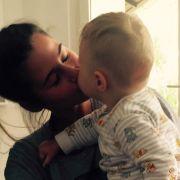 Für den kleinen Alessio ist die Situation, nur ein Elternteil bei sich zu haben, ungewohnt.