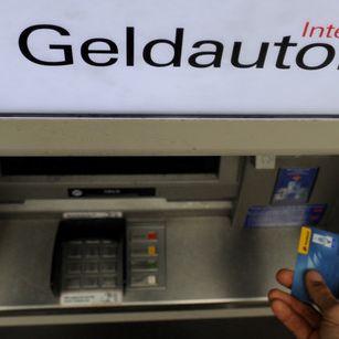 Experte warnt: Geldabheben wird bald richtig teuer! (Foto)