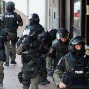 Mehr als 1.000 Polizisten! Mega-Razzia gegen Türken-Rocker (Foto)