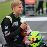 Mini-Schumi fährt die Bestzeit auf der Michael Schumacher Kartbahn (Foto)