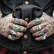 Tattoos liegen voll im Trend - doch oft genug verunstalten mit wenig Talent gesegnete Tätowierer ihre bemitleidenswerte Kundschaft fürs Leben. (Foto)