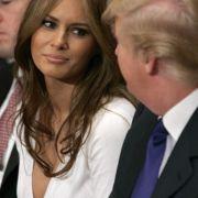 Auch nach 18 Jahren Beziehung haben Donald und Melania Trump noch verliebte Blicke füreinander übrig.
