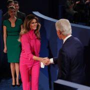 Viel Gelächter erntete Melania Trump Anfang Oktober 2016 für ihren Gucci-Komplettlook bei einer TV-Debatte ihres Mannes. Die