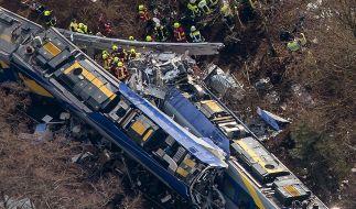 Bei einem schweren Zugunglück in Bad Aibling starben im Februar 2016 fast 90 Menschen. (Foto)