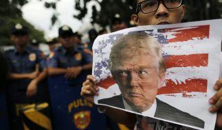 In den USA protestieren zahlreiche Bürger gegen den Wahlsieg von Donald Trump. (Foto)