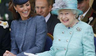 Ob die Queen den geplanten Film über die Königsfamilie auch so amüsant findet? (Foto)