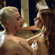 Millionen Teenieherzen schlugen in den 1990er Jahren höher, wenn Sarah Michelle Gellar als holzpfahlschwingende Vampirjägerin in