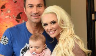 Daniela Katzenberger mit ihrem Mann Lucas Cordalis und der gemeinsamen Tochter Sophia. (Foto)