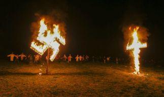 """Die """"Loyal White Knights"""" hetzen auf ihrer Website gegen Homosexuelle, Schwarze und """"Rassenvermischung"""". Zum Sieg Donald Trumps haben sie nun einen Festumzug angekündigt. (Foto)"""