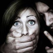 Mit Fangzähnen! Vergewaltiger gab sich als Vampir aus (Foto)