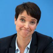 Bachmann lädt AfD-Chefin Petry zur Pegida-Demo ein (Foto)