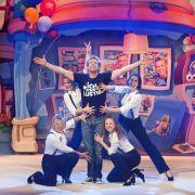 Sascha Grammel bietet dem Publikum eine ausgesprochen unterhaltsame Live-Show mit vielen aufregenden Acts.